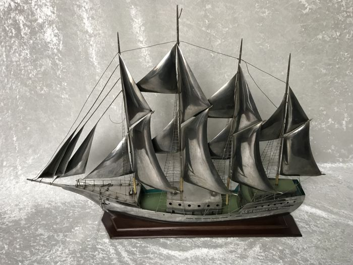 Rare - Russian ship model made of metal, silver-coloured/polished - very detailed - 70 cm long