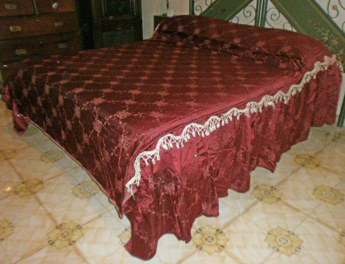 Silk blanket with lozenge flowers