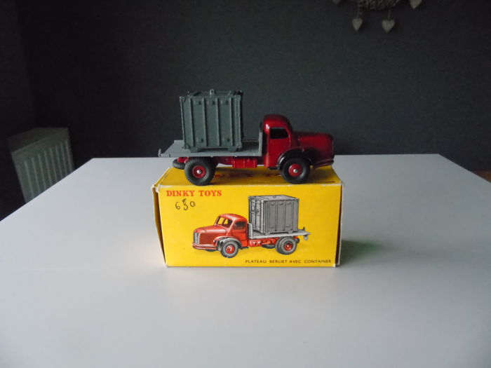 Dinky Toys-France - Scale 1/48 - Berliet truck platform with container - No.34 B