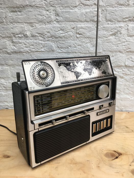 World radio - Goldfunk - world receiver multi-band solid state 1978