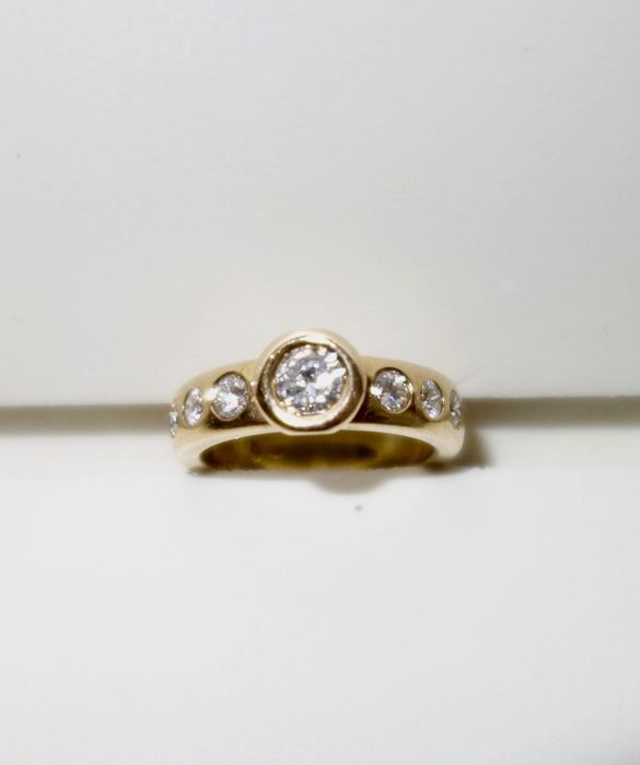 14 kt gold ring with 7 brilliant cut diamonds, approx. 1.05 ct