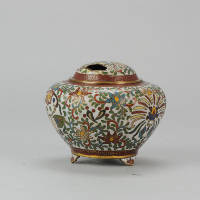 Butterfly cloisonne incense burner - With spurious 'Dai Ming' mark - Japan - Late 19th century (Meiji Period)