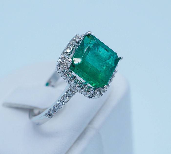 Emerald Ring 3.68 ct - 18kt White Gold & 0.54 ct VS White Diamonds *No Reserve Price*