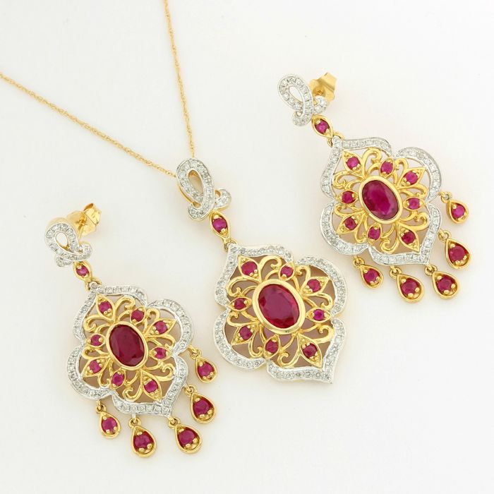 14k Yellow Gold - 5.75 ct Oval Shape/Round Cut Pigeon Blood Red Ruby and 1.25 ct Round Cut H-I, SI1 Diamond Set of Necklace with Pendant and Earrings - 45 cm
