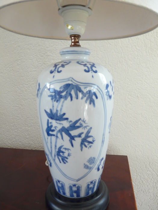 Charming porcelain lamp blue white decor