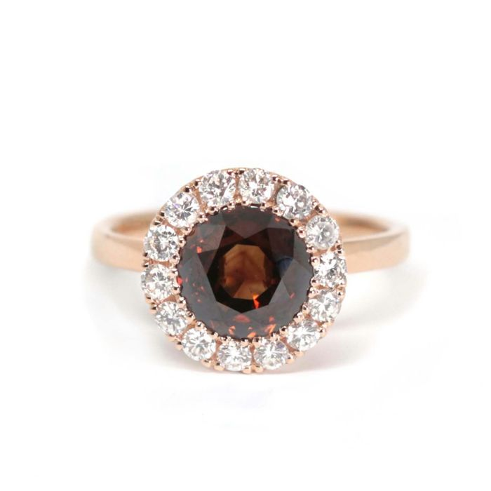 18 kt gold ring, central Fancy Brown SI1 diamond of 2.05 ct, 14 natural diamonds of 0.44 ct, colour: H, total weight: 4.1 g