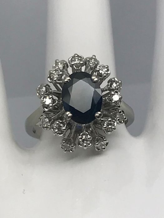 Sapphire diamond ring made of 18 kt/750 white gold