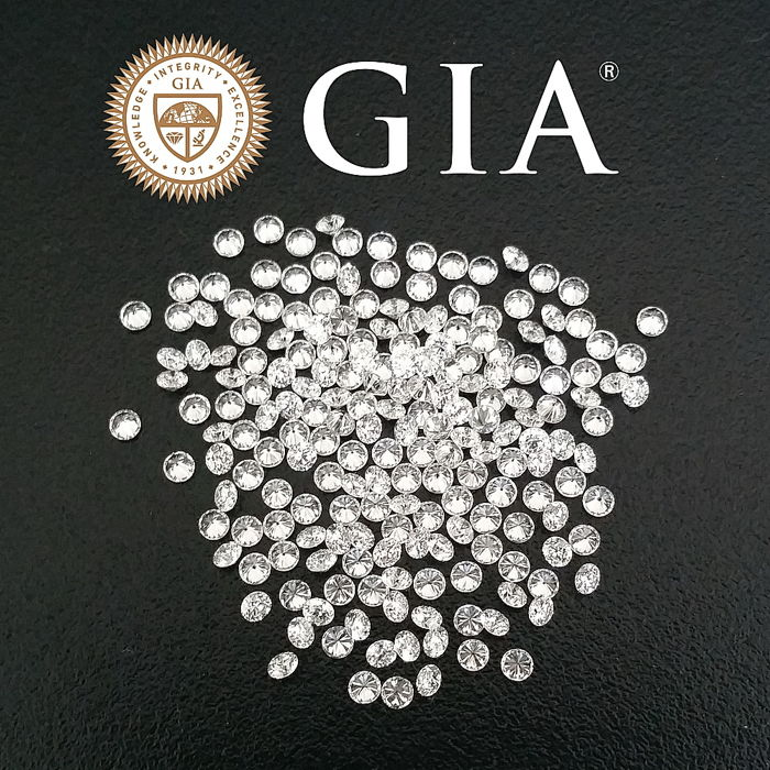 Lot of 212 brilliant cut diamonds 2.60ct, D-F / VVS-VS GIA