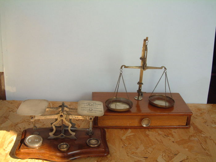 A Postal scale & a Pharmasist  scale in  brass with weights. - ca. 1920