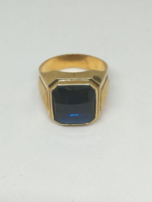 18 kt (750/1000) gold ring, blue stone