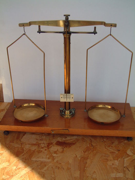 """A Large Apothecary  scales in brass with weights """"Phillip Harris & Co - ca. 1920"""