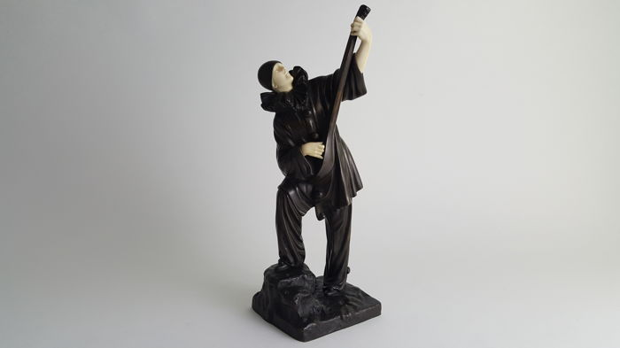 Demetre H. Chiparus 91886-1947) - Pierrot playing the mandoline - Art Deco bronze and ivory sculpture - bronze cast by Etling Paris