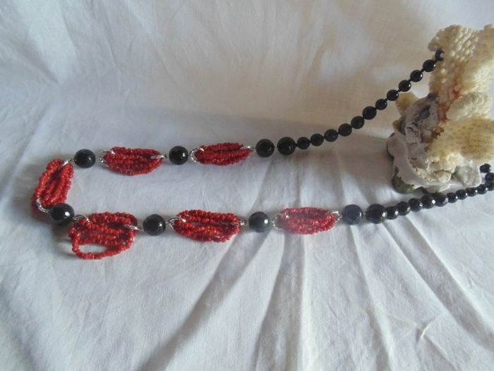 18 kt gold, 750 hallmark on the clasp of this long, onyx and Mediterranean coral necklace
