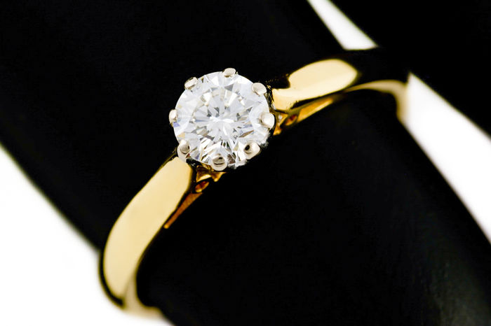 Beautiful Ring 18K Gold With 0.43 Carat Diamond Certificate IGI Clarity VS2