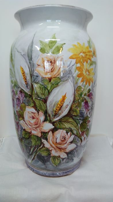 Important porcelain vase of Albissola signed M. Pastorino, hand-painted