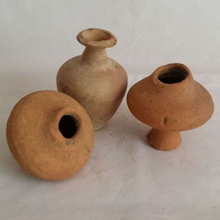 Small Gallo Roman earthenware pots - 5-7 cm