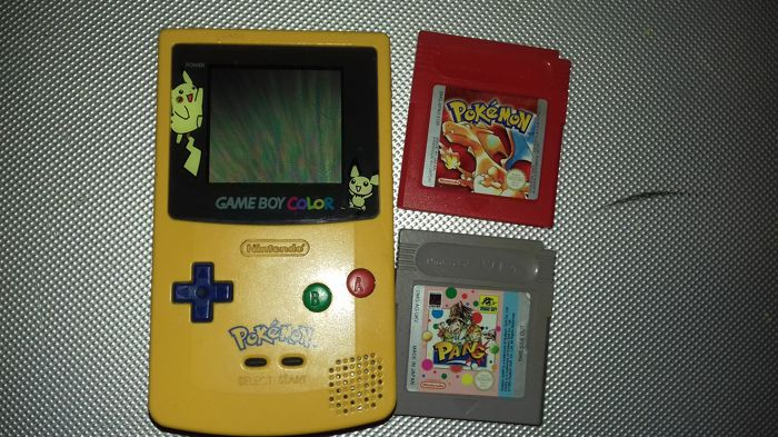 Gameboy collor pokemon with pokemon red