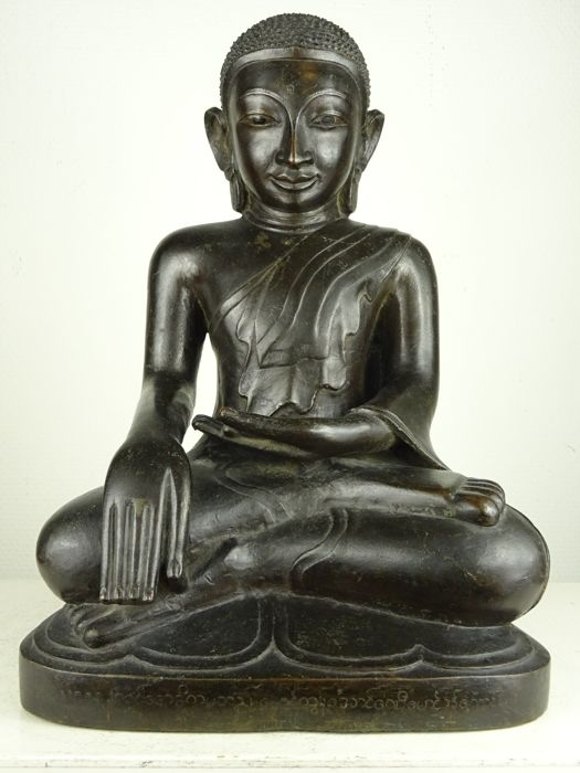 Large antique bronze buddha - Burma - 18th century
