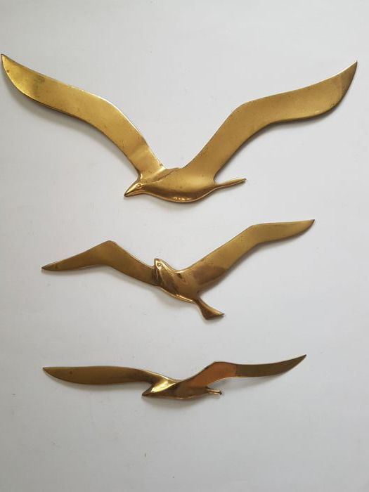 Three brass birds in flight - Wall decoration - Various sizes