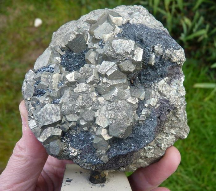 Old piece of pyrite associated with hematite - 9 x 10 x 4 cm - 1113 g
