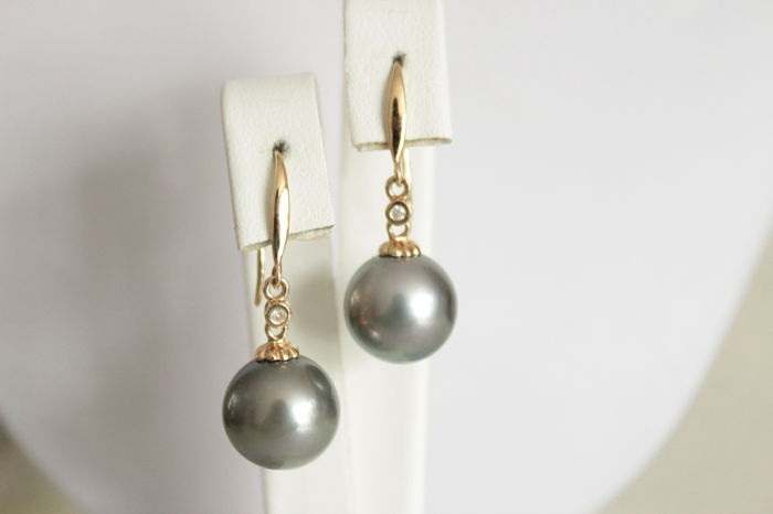 14 kt Gold earrings with Diamonds and Tahitian Pearls - Length: 3.2 cm