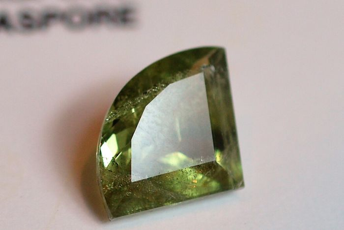Iridescent diaspore: 16.45 ct
