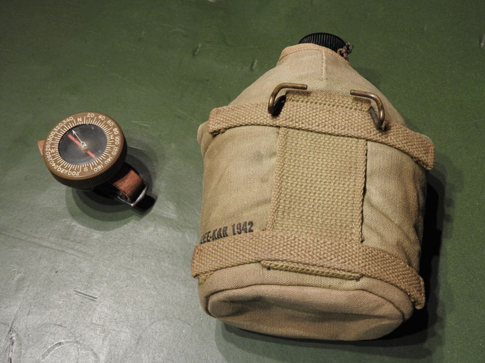 """WW2 lot U.S. army Paratrooper original Arm- compass + water bottle """"mounted"""""""