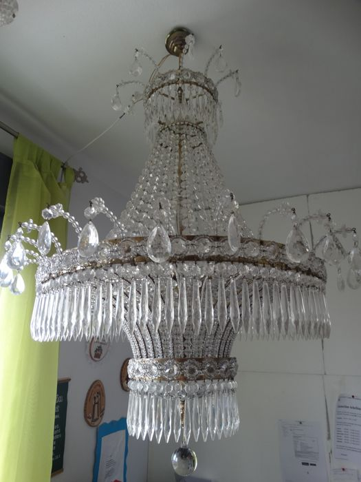 wonderful and very large brass and crystal lamp with 8 points of light