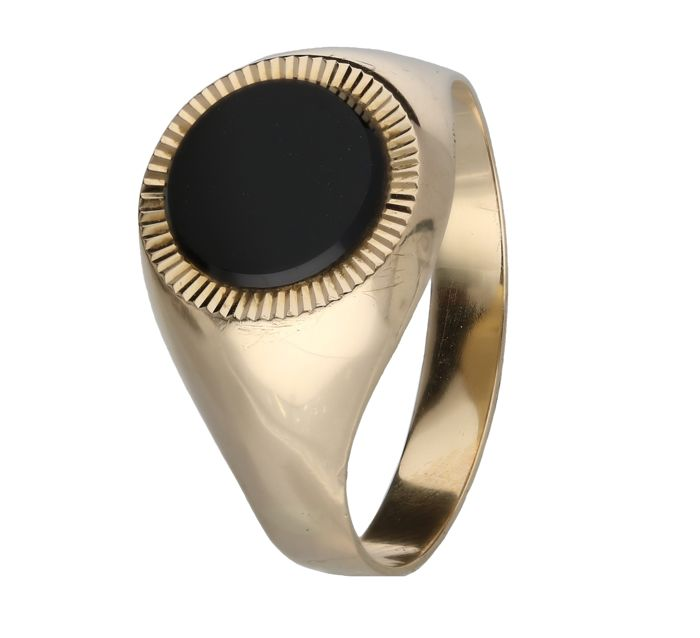 18 kt - yellow gold signet ring set with onyx - Ring size: 22 mm