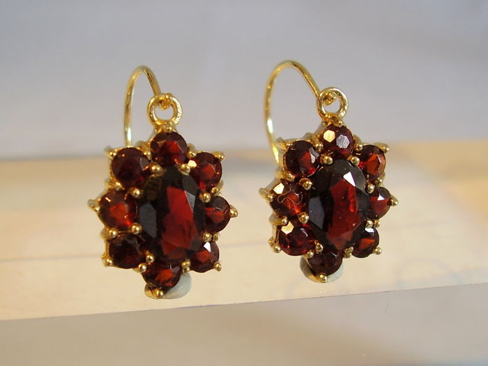 Victorian golden garnet earrings