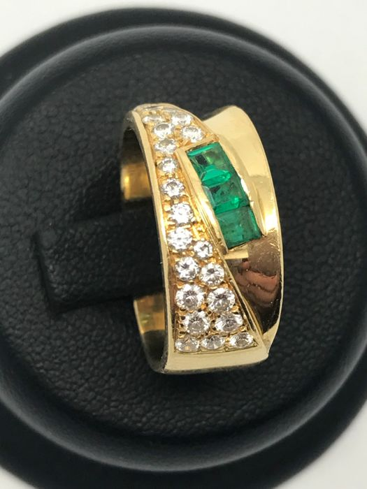 Emerald diamond ring 18 kt / 750 yellow gold 3 baguette emeralds surrounded with diamonds