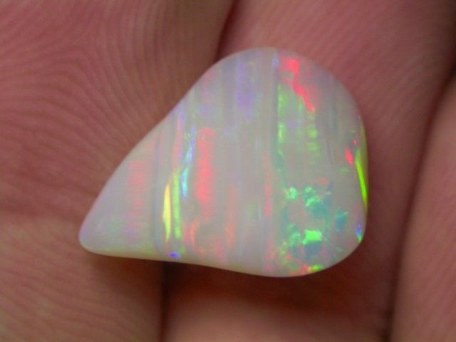Quality Beautiful Brazilian Opal Multicolor - 17 x 12 x 6 mm - 5.6 cts