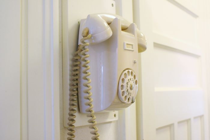 A (wall) phone White 1950s / 60s - Catawiki