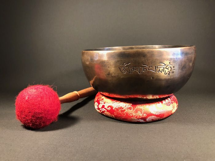 Singing bowl with inscribed mantra - Tibet - 2nd half 20th century