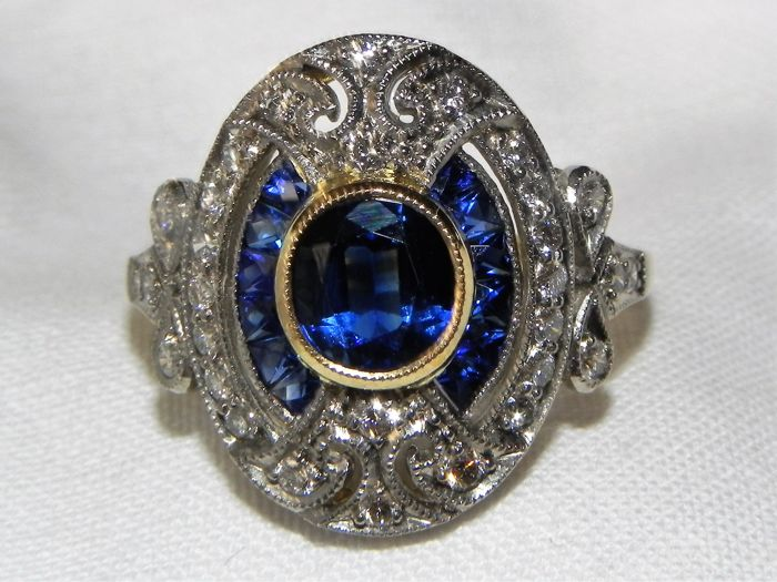 Gold diamond ring in 750 18 kt gold with expensive blue approx. 2 ct Sapphires,