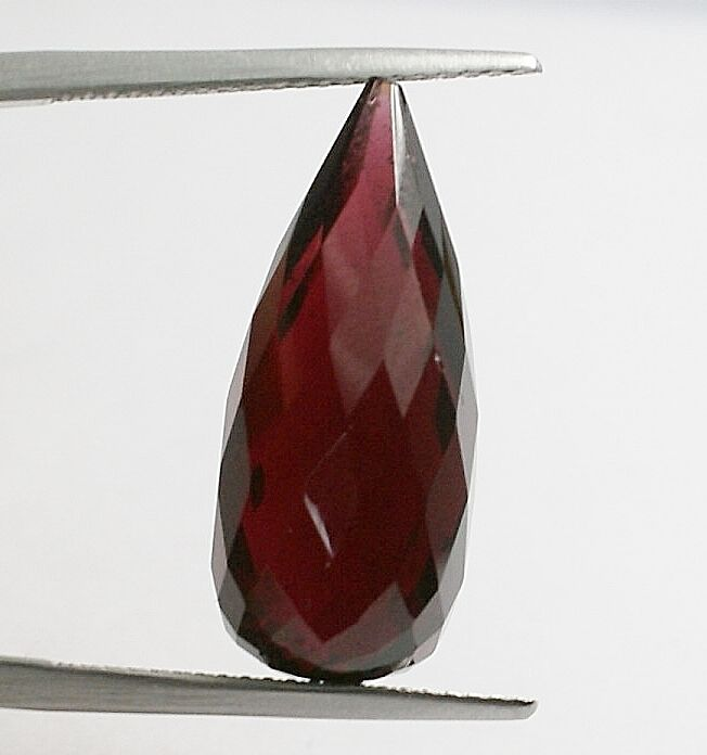 Almandine Garnet,  purple red  , 20.04 ct