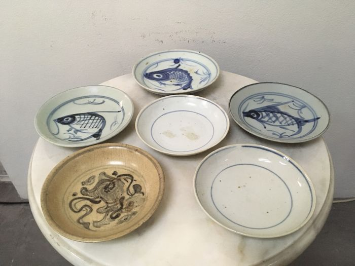 6 Porcelain B/W Saucers. China - Qing and Ming Dynasty, 16, 19th Century.