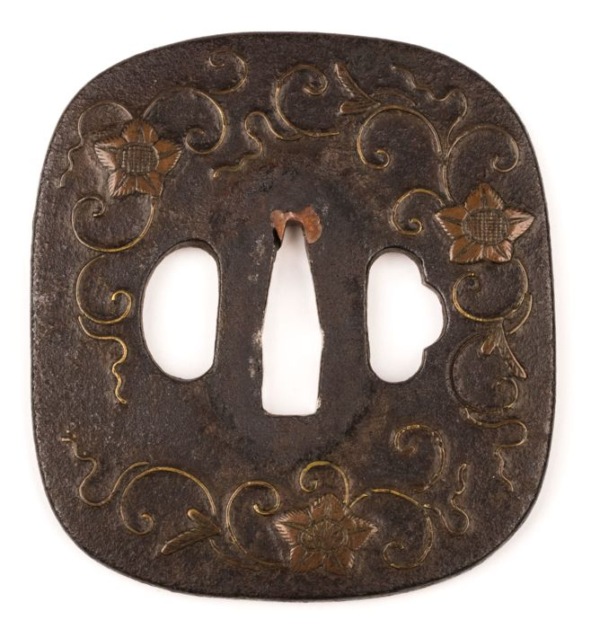 Iron tsuba, Heianjo Zogan, copper inlay - Japan - 17th/18th century