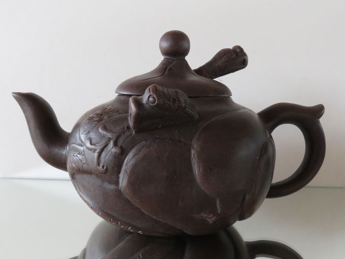 """Decorative Large Signed Yixing teapot """" 2 dragons with moving tongue """""""