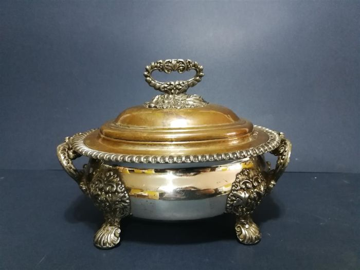 "Antique tureen with lid - richly decorated - with Latin inscription ""NON VI SED VIRTUTE"" - silver plated"