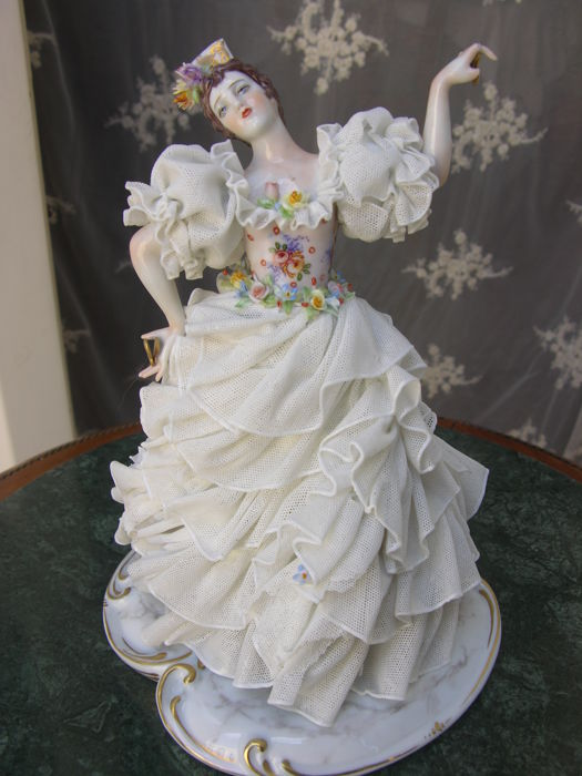 Pretty little lady with castanets, Capodimonte porcelain