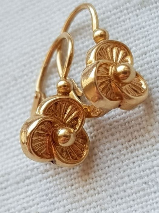 Dormeuse earrings in 18 kt yellow gold with Art Deco pattern