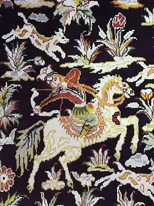 Chinese Tientsin rug, Persian Qom hunting pattern, 154 x 0.94 cm