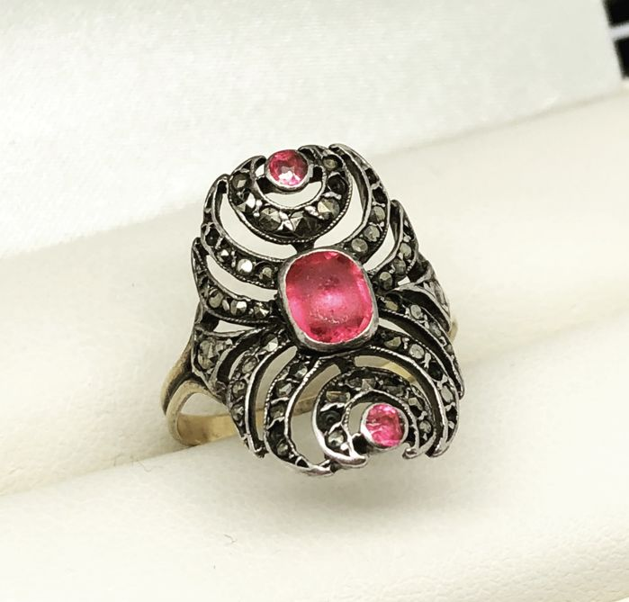 Cocktail ring with Baroque Red Marcasite gemstones from 19th century