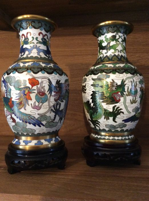 Pair of Bronze/Brass cloisonné enamelled vases - China - 2nd half of the 20th century.