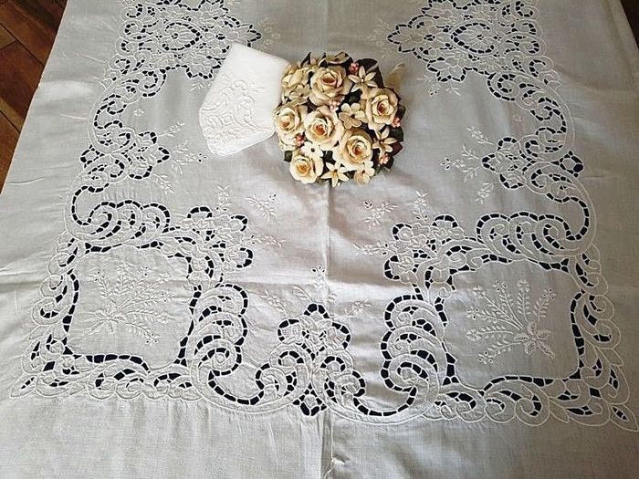 A museum piece: pure linen tablecloth (12 people) - cutwork embroidery - dimensions: 175 x 265 cm
