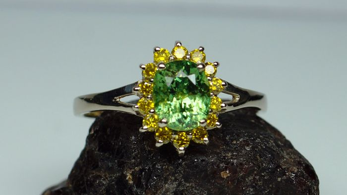 14kt Gold Ring - 2.27 gr. with Demantoid 1.10 ct., Diamonds - 0.20 ct. total , size 56