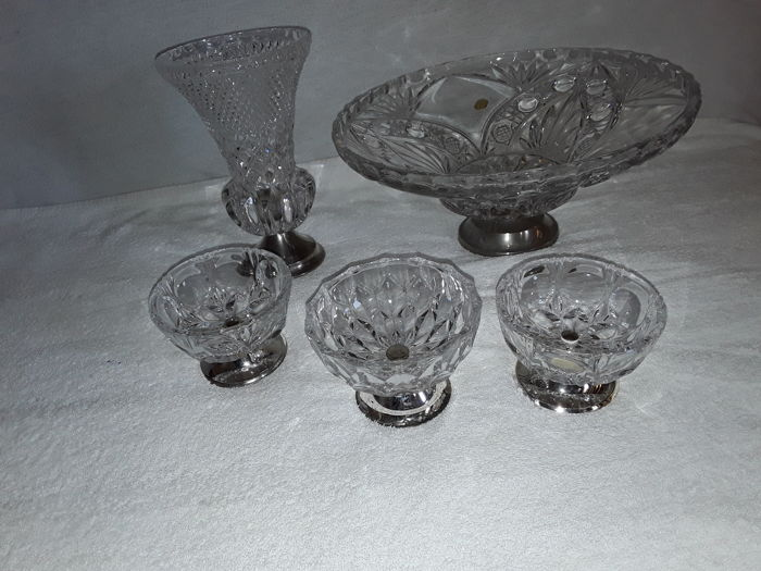 5 beautiful kristal obiects,20th century, Kristal Table bowl's, finely cut Zwiesel Glass service of genuine kristal with a lead grade of 24%.