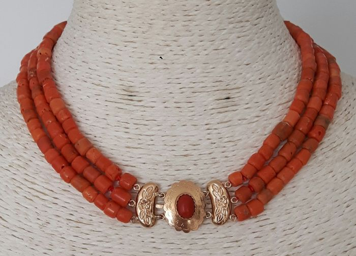 3-strand Mediterranean Sea coral with an Antique 14 kt gold clasp from 1900–1930