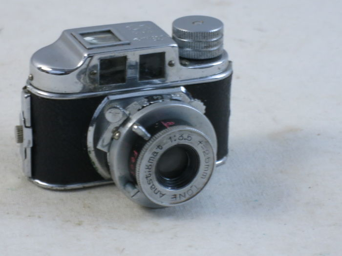 TONE subminiature camera from Toyo Kogaku (TOKO). Made in occupied Japan, ca. 1949 EXC+